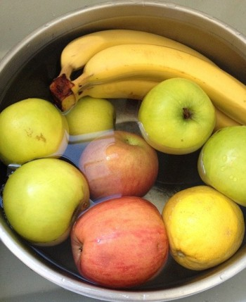 Apples and bananas in vinegar bath