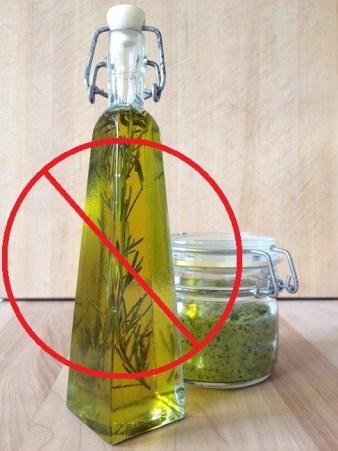 Danger! Do not put fresh herbs in oil!