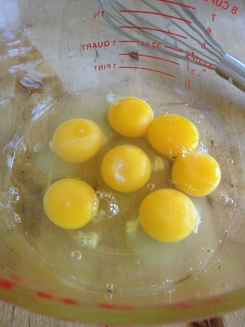 Deliciously Organic's recipe begins with three egg yolks and four whole eggs