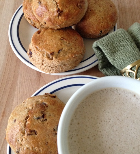 Whole wheat English-style scones with latte coffee
