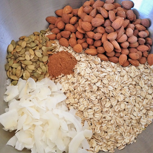 The base, ready to mix: Oats, coconut, pumpkin seeds, cinnamon, almonds