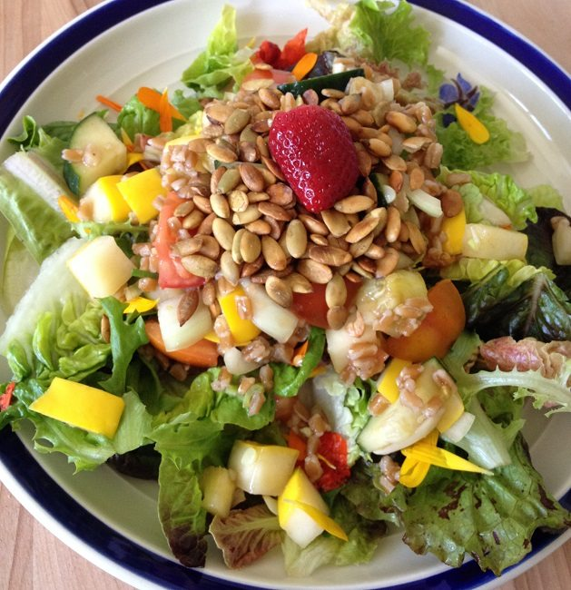 !5-minute supper salad with greens, fruit and seeds